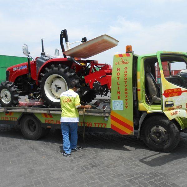 Membawa Tractor