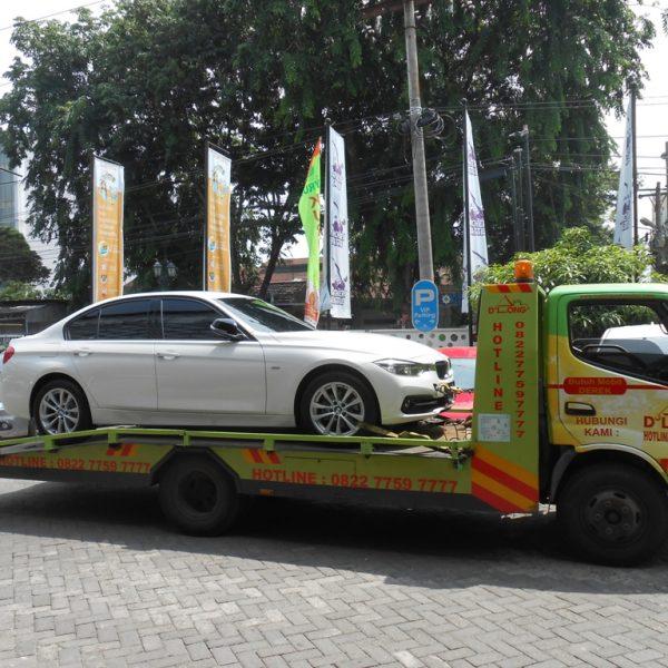 Bawa Mobil Sedan di Medan